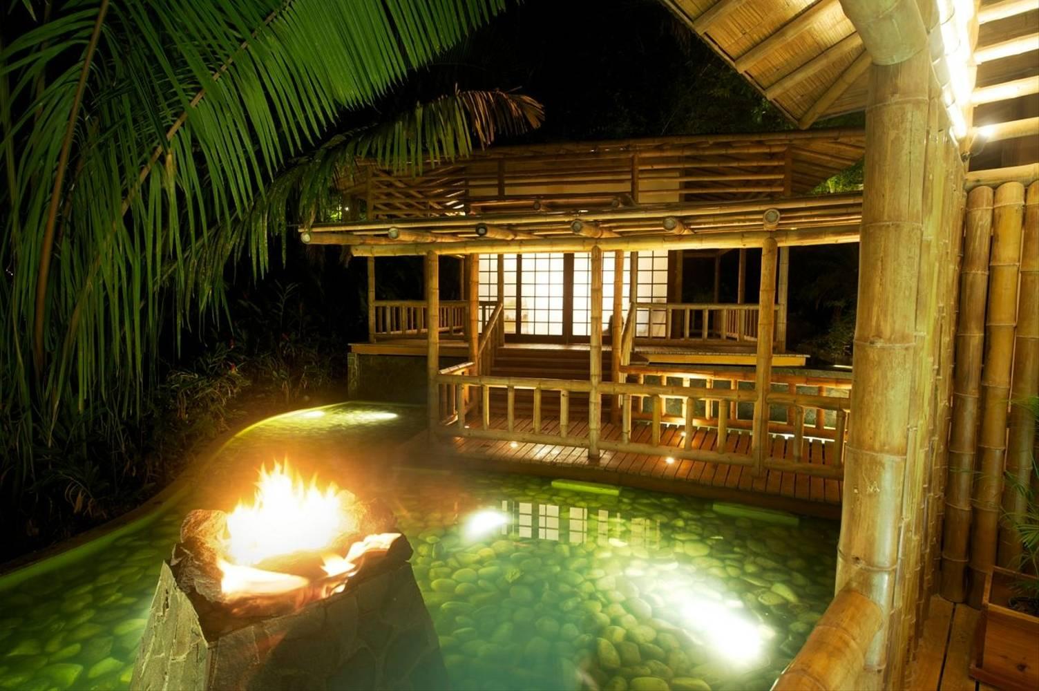 Florblanca pool relaxation