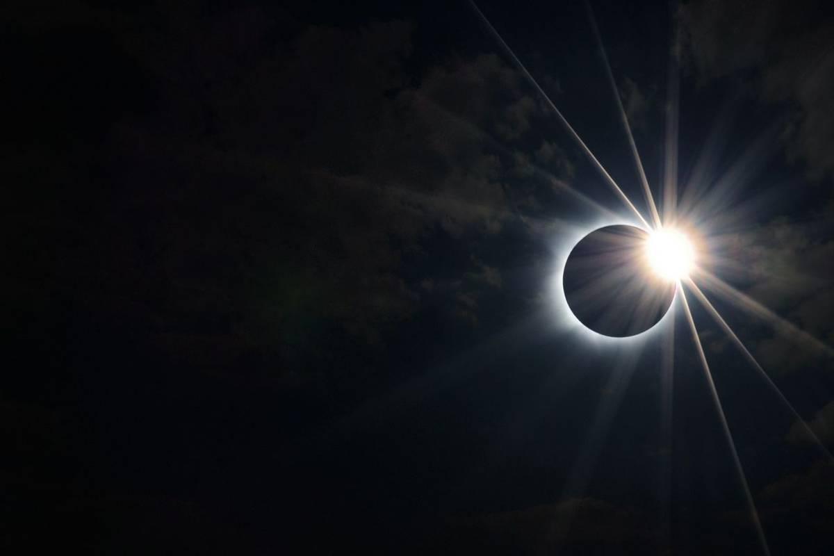 Solar Eclipse (Flipped) Shutterstock 687247621