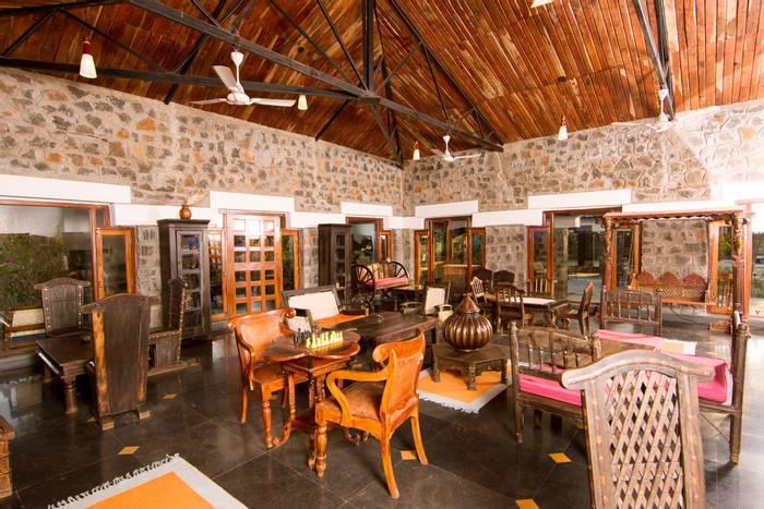 Lounge, Bandhavgarh Villas.jpg