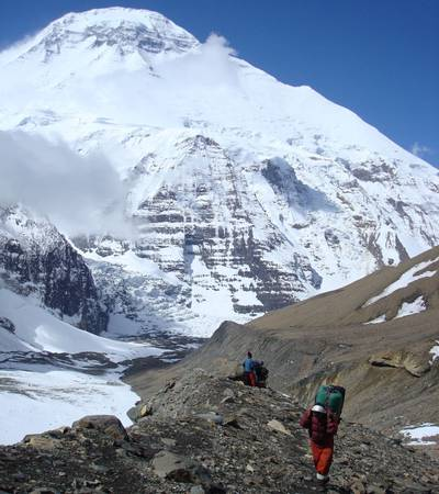 Walking up to French Pass with Mt Dhaulagiri behind