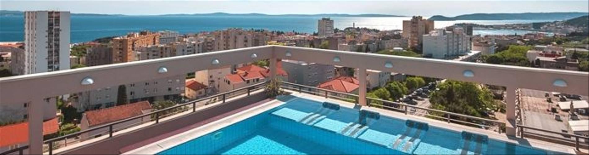 HotelResidence_DIOKLECIJAN_rooftop-pool-day-panorama_2048px_DSC03575-695x409.jpg