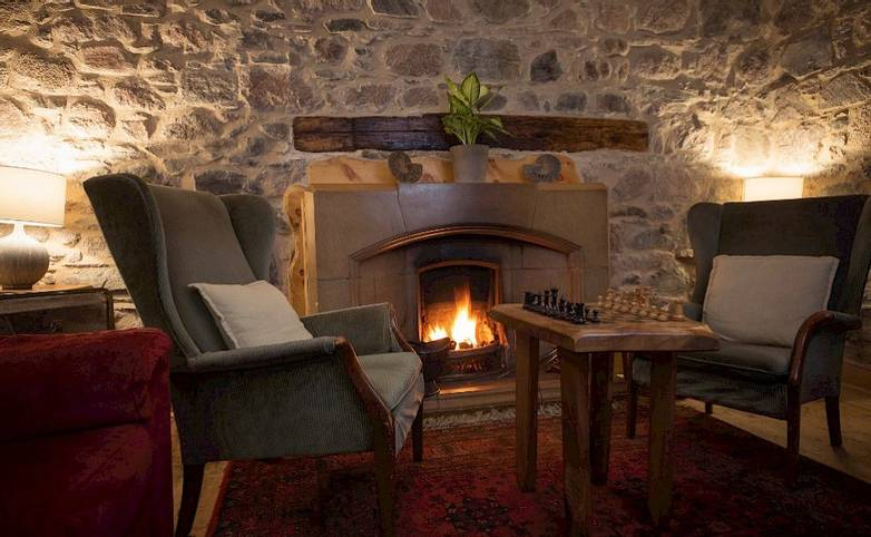 Lounge Argyll Iona from hotel's website.jpg