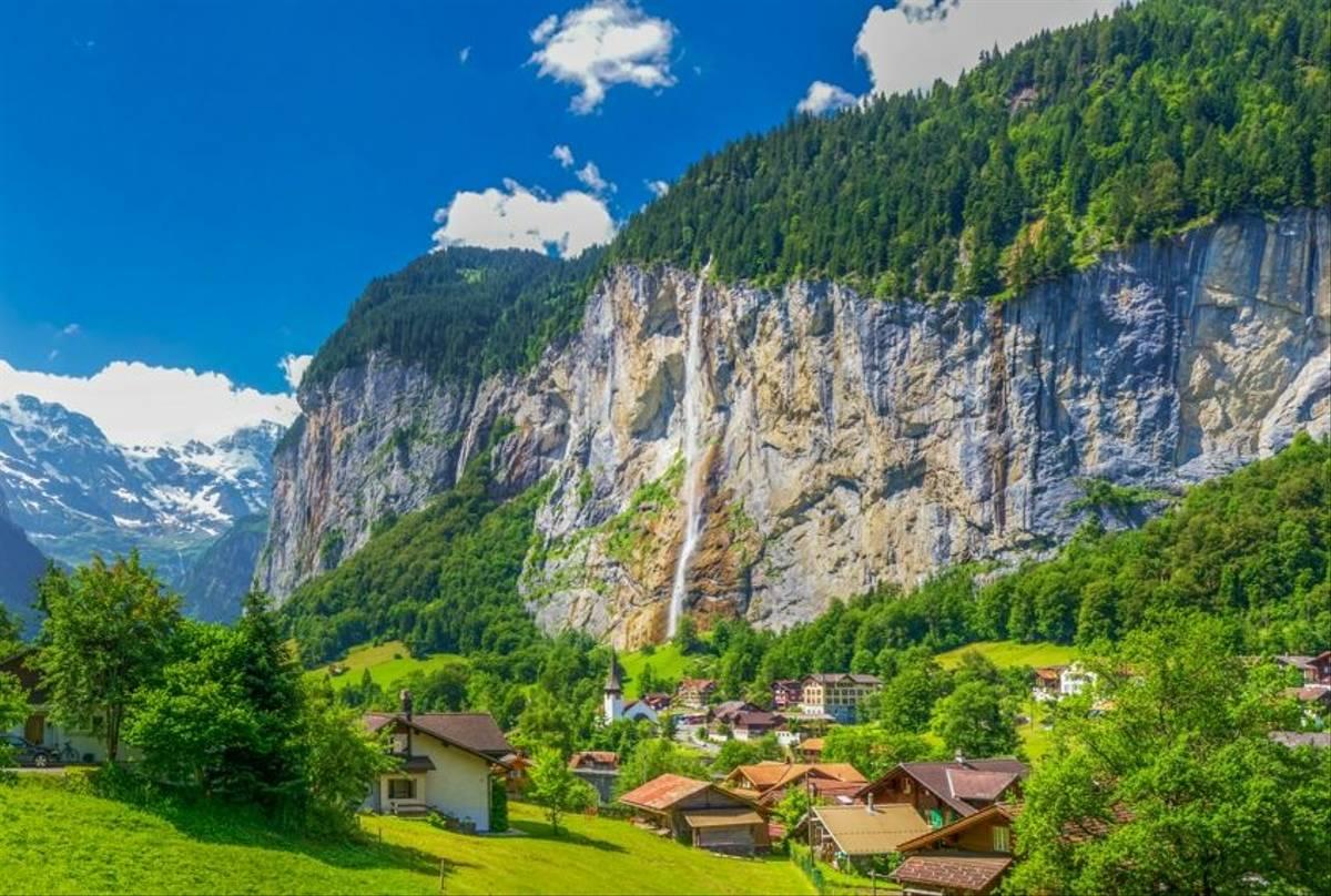 Lauterbrunnen Wengen Switzerland Shutterstock 520492612