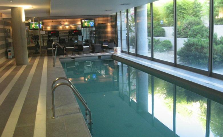 Chile & Easter Island - Santiago Holiday Inn SCL APT Pool.jpg