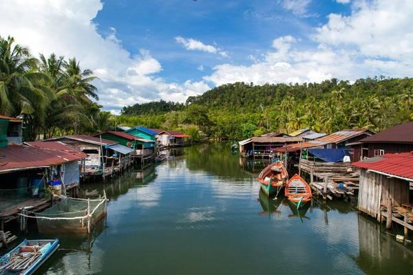 Floating village on Tonle Sap Lake, Cambodia shutterstock_549203398.jpg