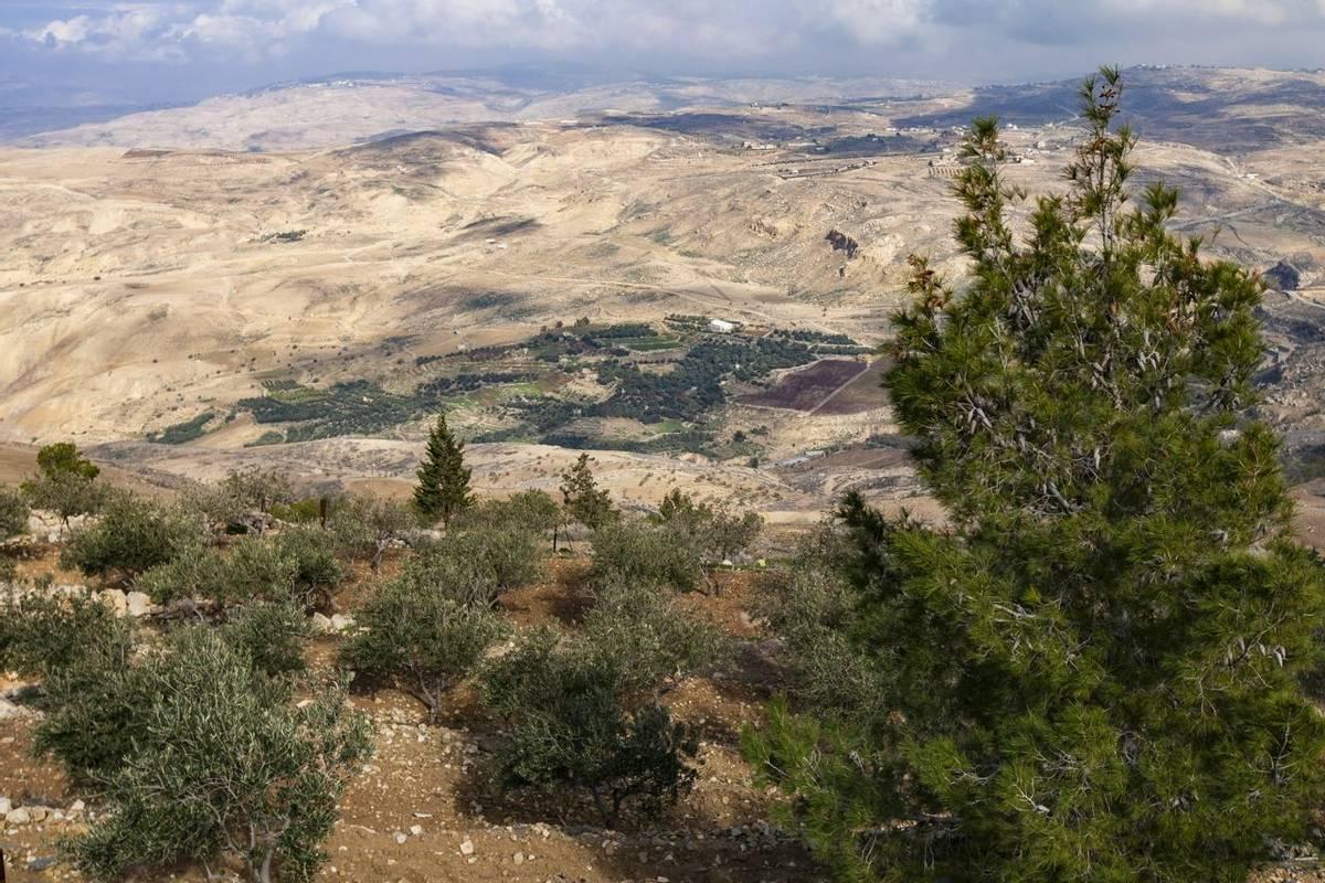 Jordan - Mountain Landscapes - AdobeStock_242543888.jpeg