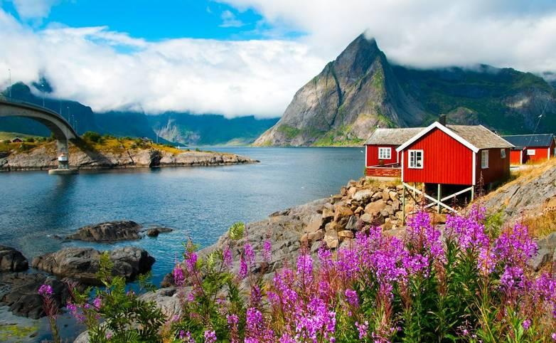 Norway-LofotenIslands-Svolvaer-AdobeStock_124586418.jpeg