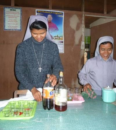 Nuns in Loi-mwe