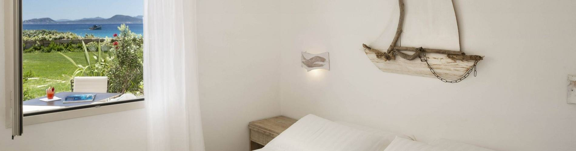 2 Charming Suite - Gabbiano Azzurro Sardegna - first bedroom.jpg