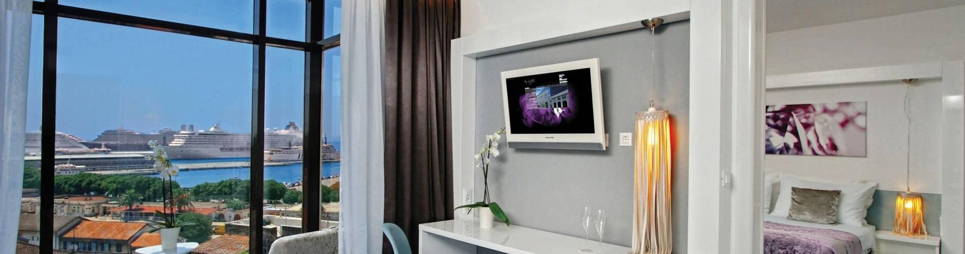 DeLuxe suite 501 I.jpg