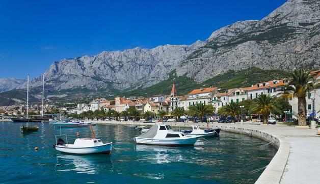 Dreamstime L 22792202  Promenade In Makarska   Main Image