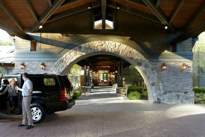 the-lodge-at-woodloch-Entrance-Valet.jpg