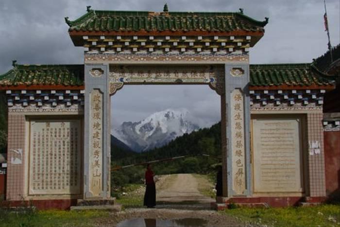 Mount Zahrar between Bamei and Danba(Gordon Rae)