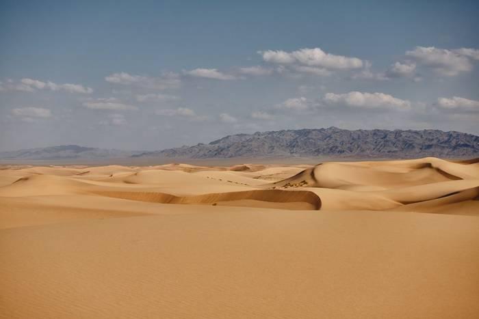 Hongoryn Els in the Gobi Desert, Mongolia shutterstock_1538151470.jpg