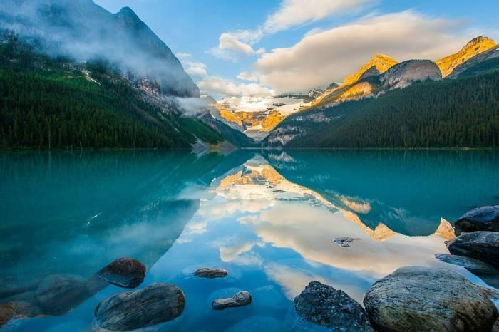 Lake Louise, Canada shutterstock_110500418.jpg