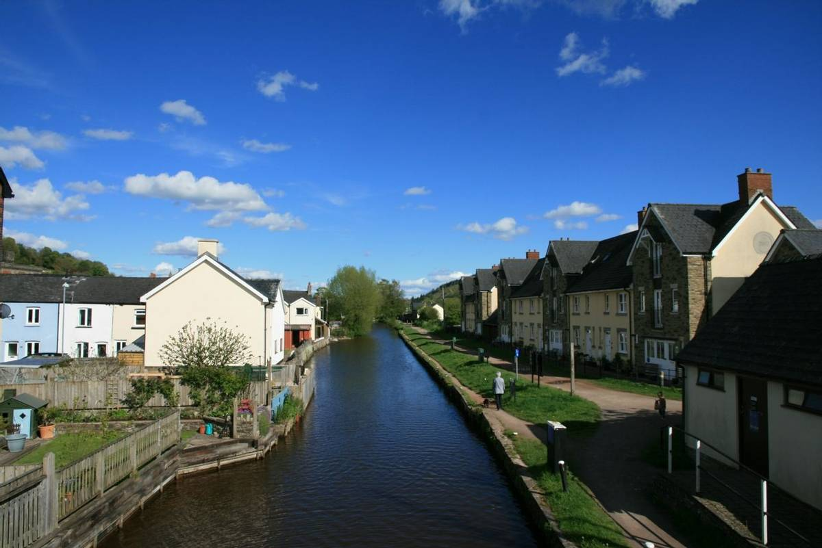Brecon Canal in Brecon on sunny day.JPG