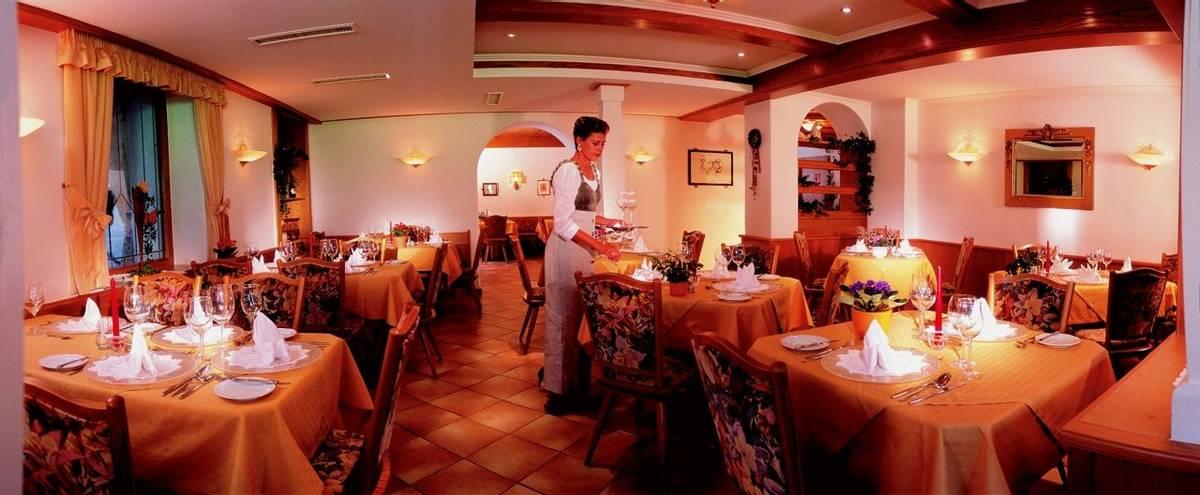 Austria - Mayrhofen - Zillertal Alps - Hotel Waldheim - Dining - 30 waldheim.jpg