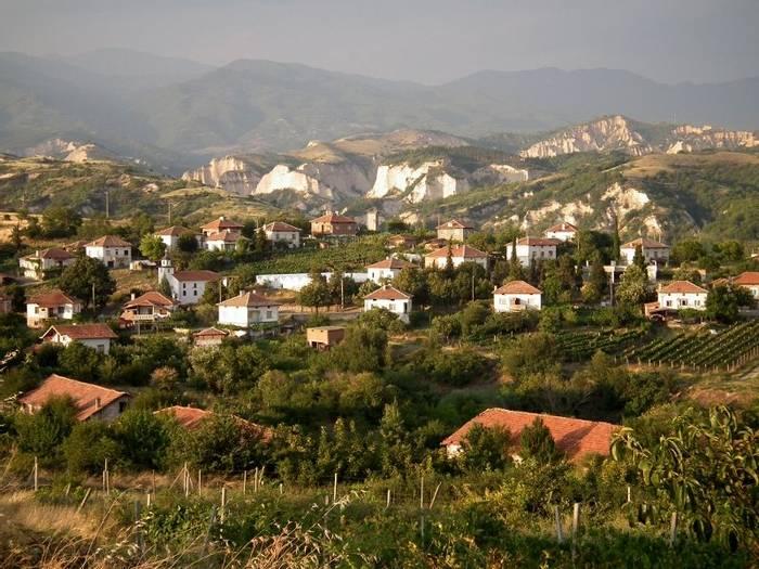 Outskirts of Melnik (Kiff Hancock)