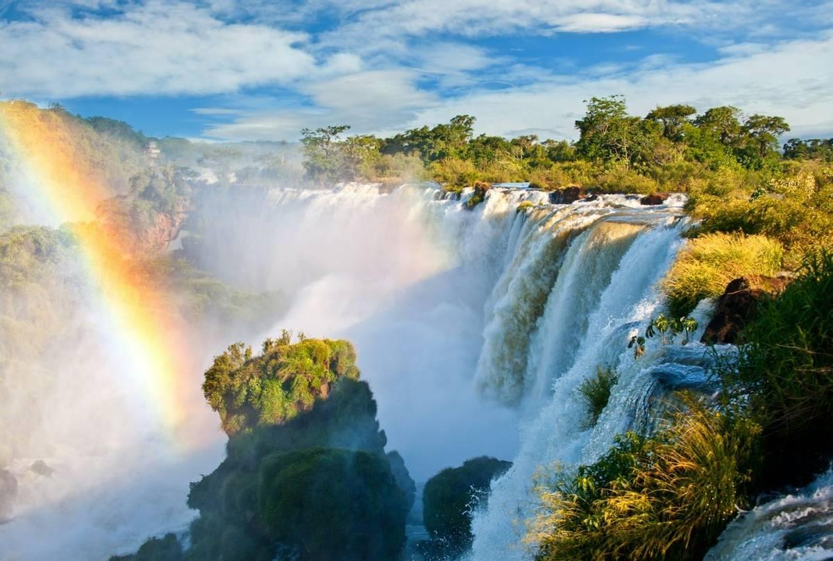 Iguazu-Falls,-Brazil,-shutterstock_91156955.jpg