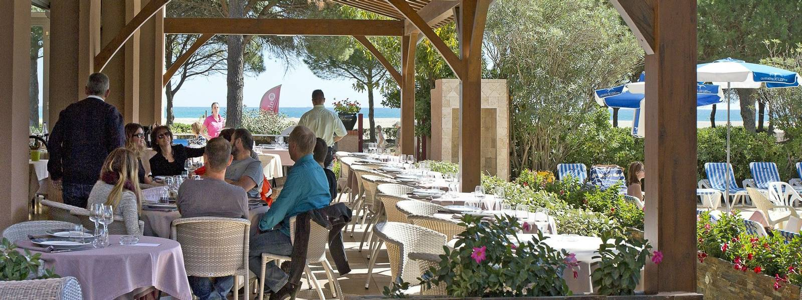 French Catalonia - Grand Hotel du Lido - terrasse-du-restaurant_25888944682_o.jpg