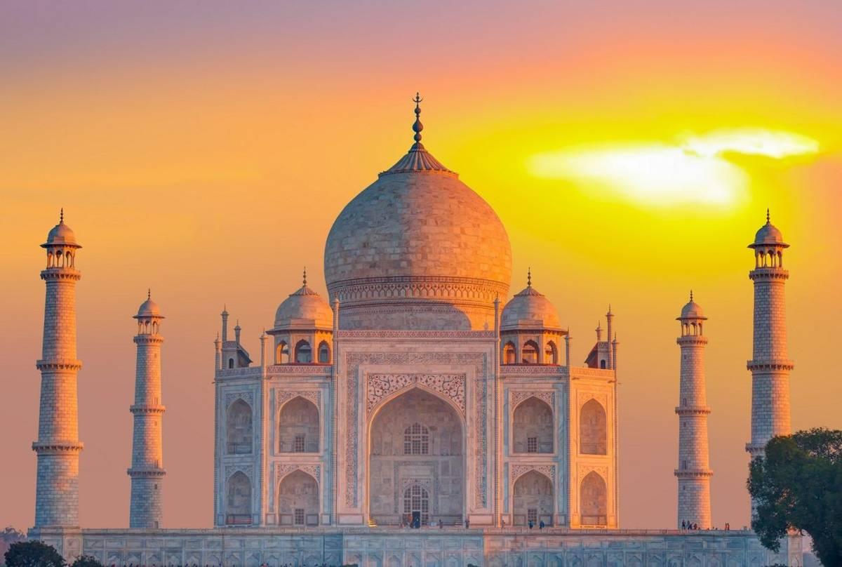 Taj Mahal at sunset, India shutterstock_1084058807.jpg