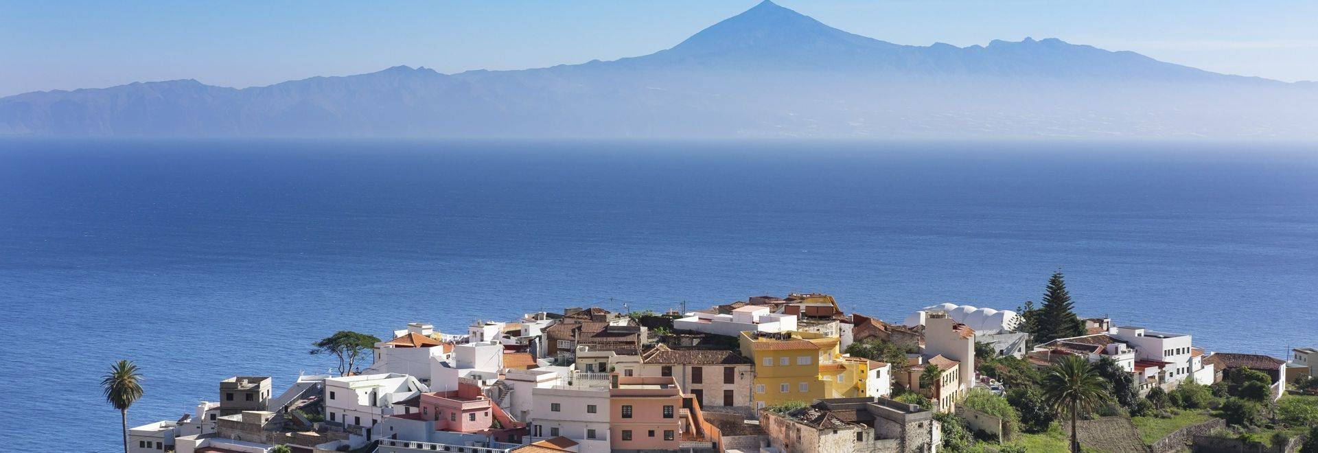 Spain, Canary Islands, La Gomera, Agulo, Teneriffa Island with Pico del Teide in the background