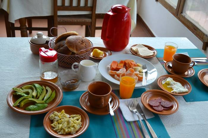 Refugio Los Volcanes breakfast spread