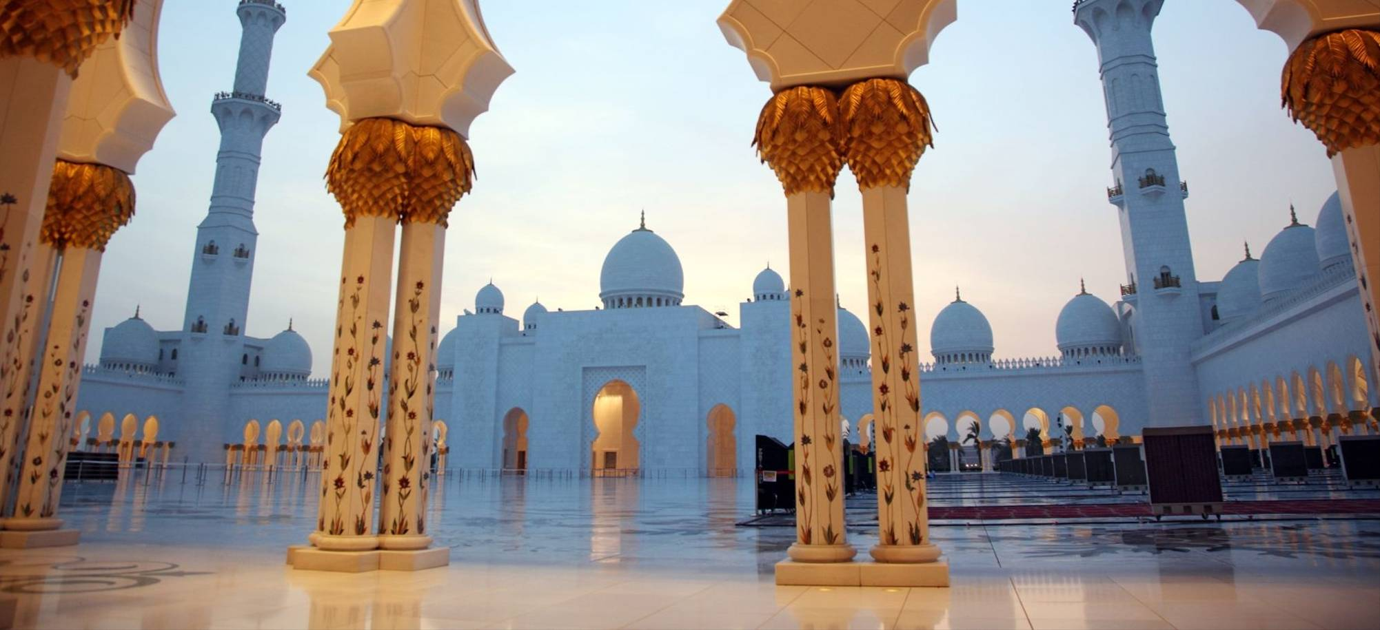 Abu Dhabi 01 -Sheikh Zayed Grand Mosque - Itinerary Desktop .jpg