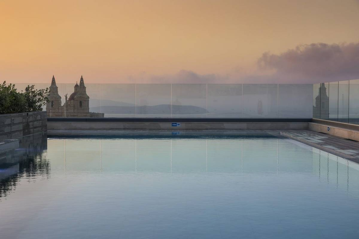 Malta - Solana Hotel - outdoor-pool.jpg