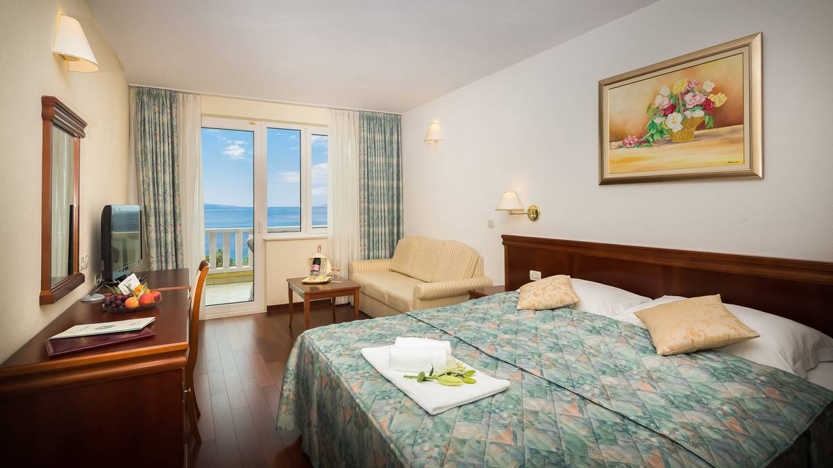 HOTEL VILLA BACCHUS - SUP DBL SEA VIEW.jpg