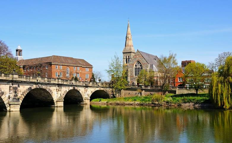 The English Bridge across the River Severn with United Reformed Church to the right hand side, Shrewsbury, Shropshire, Engla…