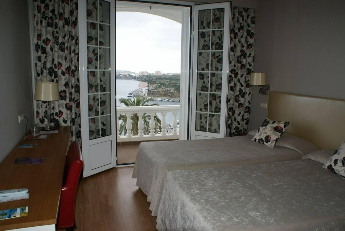 Spain - Menorca - Hotel Port Mahon - doble balcon mar.JPG