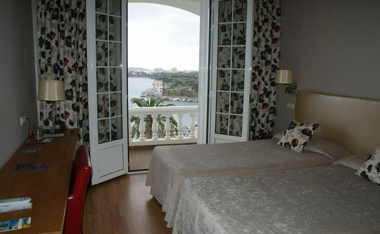 Spain - Menorca - Hotel Port Mahon - doble balcon mar.JPG