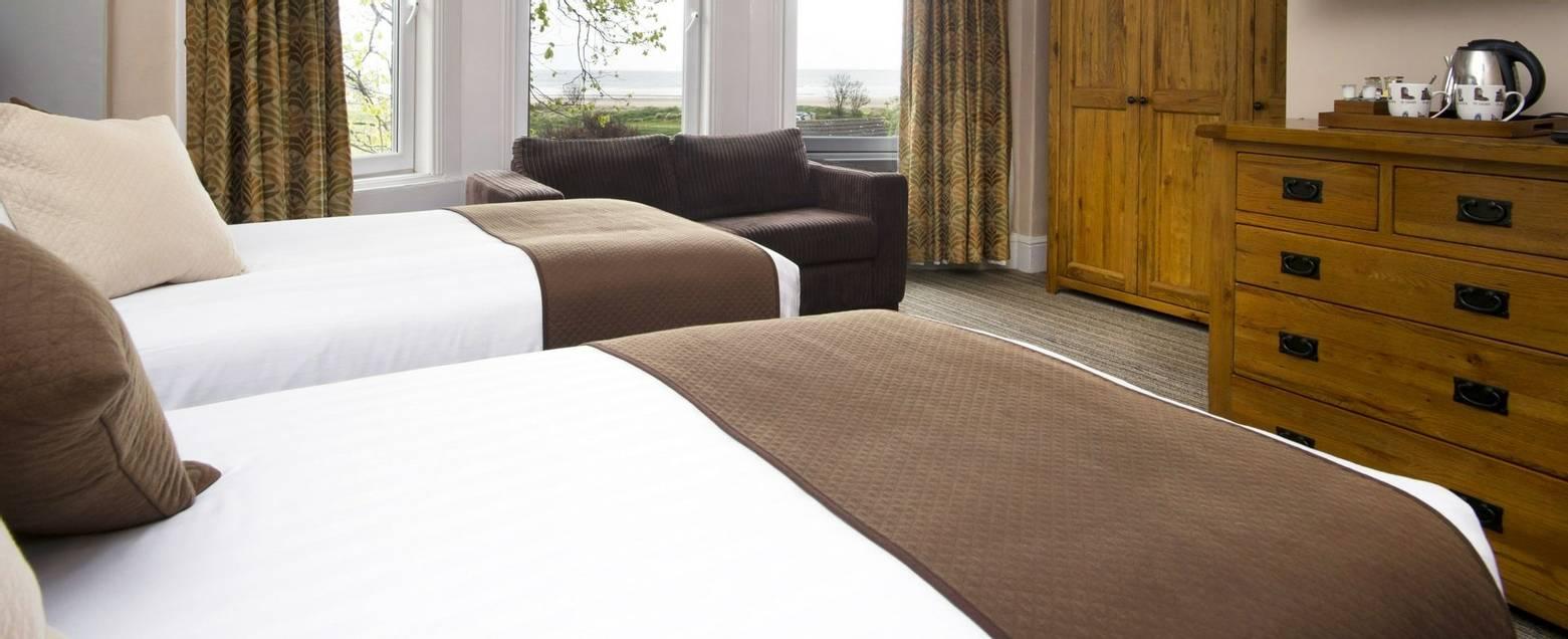 10673_0109 - Nether Grange - Room 6