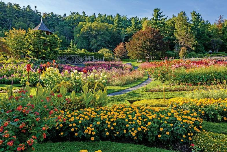 mohonk-mountain-house-summer-Gardens.jpg