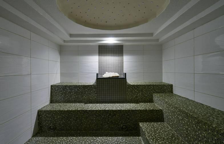 carillon-spa-Crystal-Steam-Room.jpg