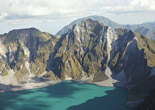 Pinatubo volcano, Philippines by Alex Robinson