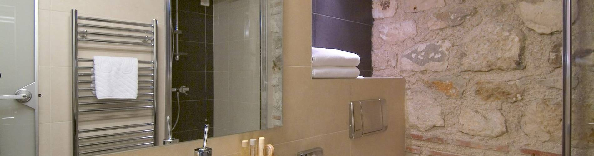hotel vestibul palace split standard double room bathroom 2.jpg
