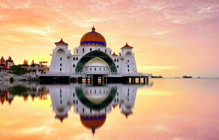 6 Day  Melaka, Malaysia   Majestic Straits Mosque    Itinerary Desktop