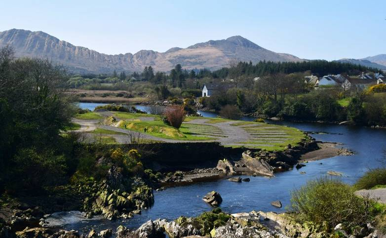 Ireland_Sneem_AdobeStock_167301564.jpeg