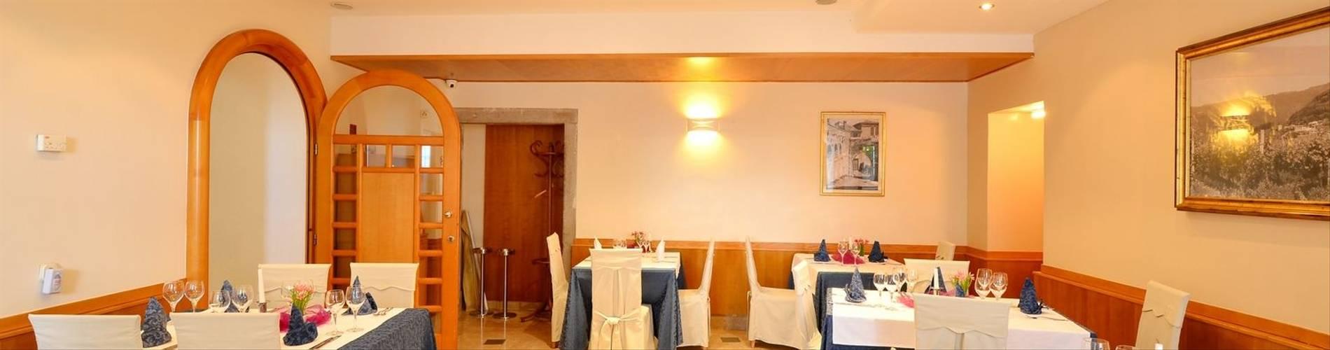 Restaurants-al-Kastel-Motovun-2014.jpg