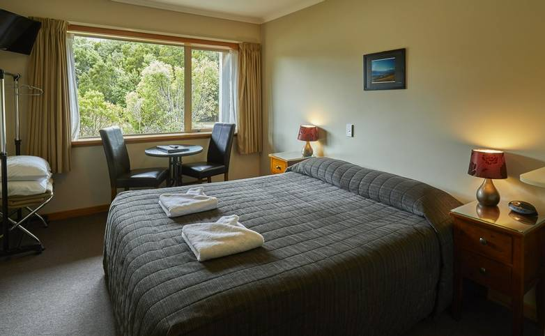 Australasia - New Zealand - Aoraki Lodge room.jpg