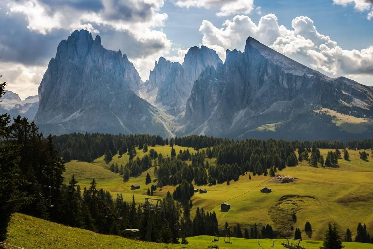 Italy-DolomitesTraverse-Trail-SeiserAlmAlpe-AdobeStock_120249303.jpeg