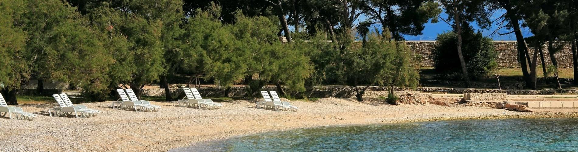 Hotel Villa ADRIATICA 2014 ZSupetar Beach2 4X6 23MB.jpg