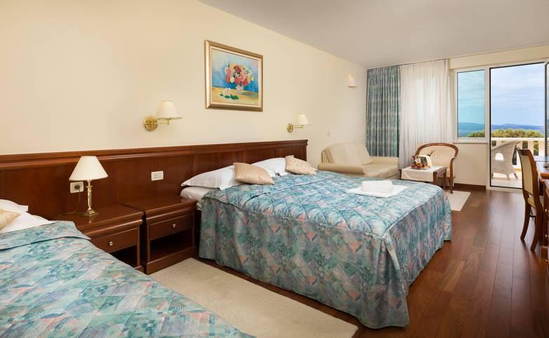 HOTEL VILLA BACCHUS - TWIN ROOM-004.jpg