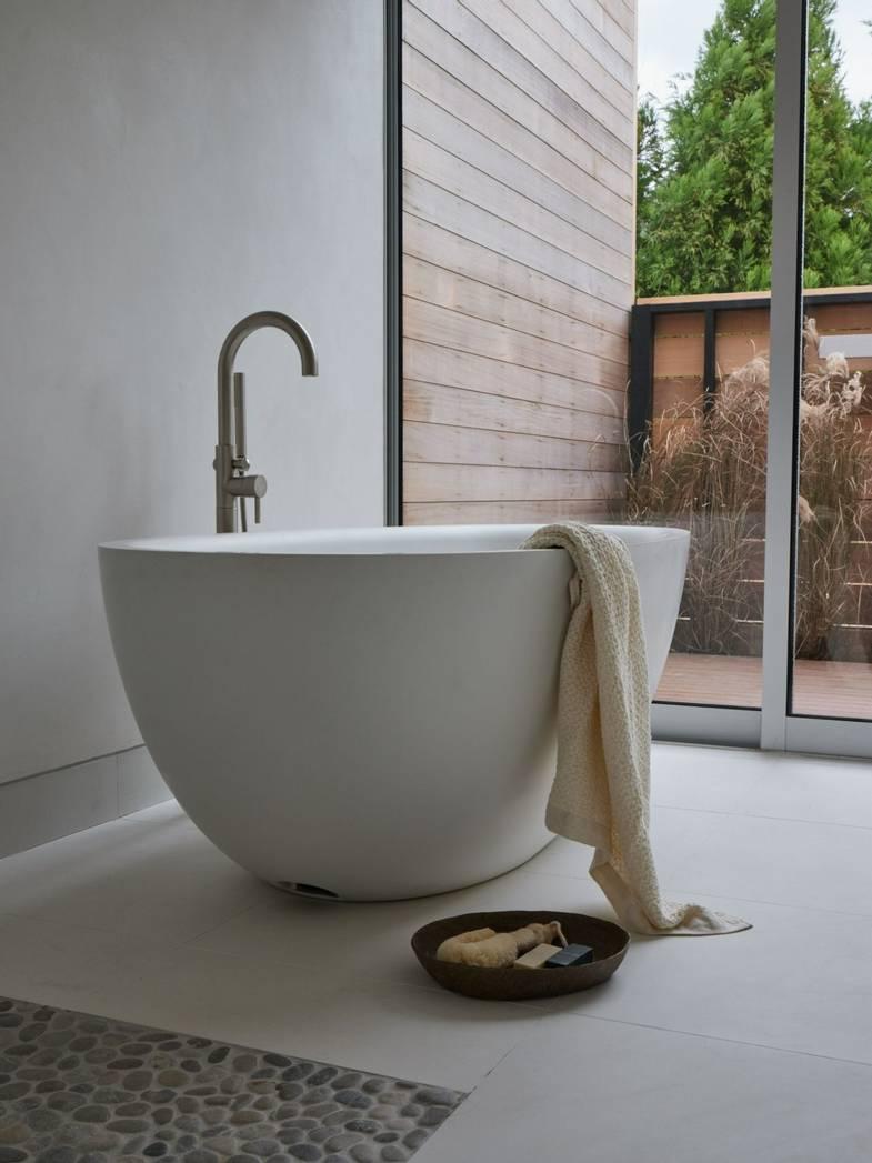 shou-sugi-ban-house-gueststudio-tub.jpg