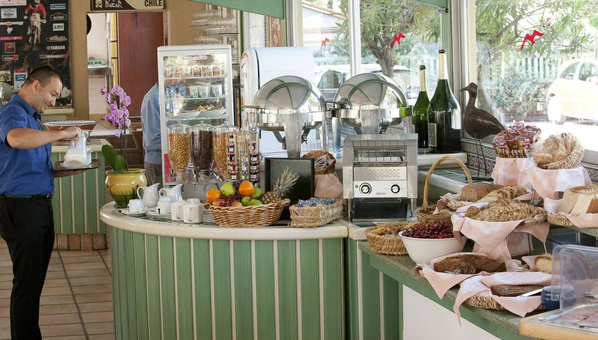 French Catalonia - Grand Hotel du Lido - buffet-petit-djeuner_25090485385_o.jpg