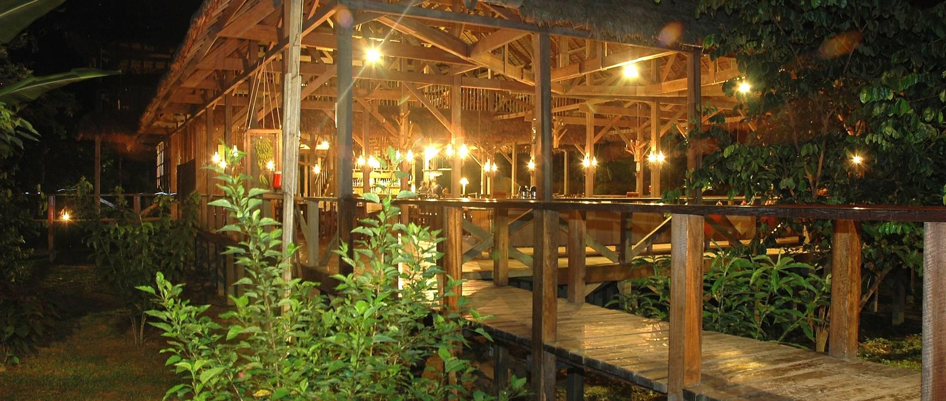 Refugio Amazonas By Night