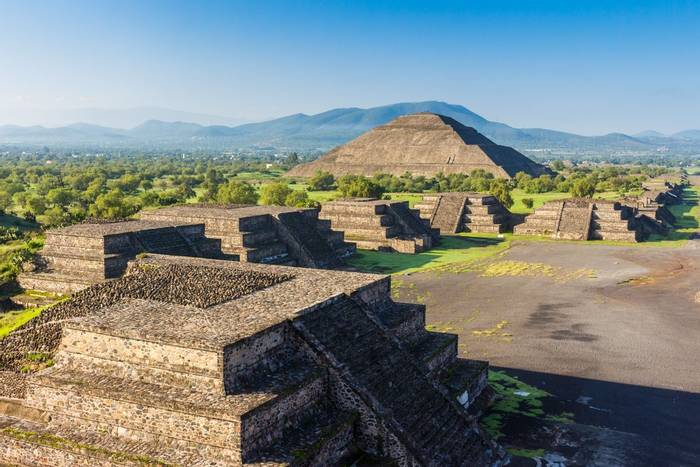 Pyramids, Teotihuacán, Mexico shutterstock_1090487861.jpg