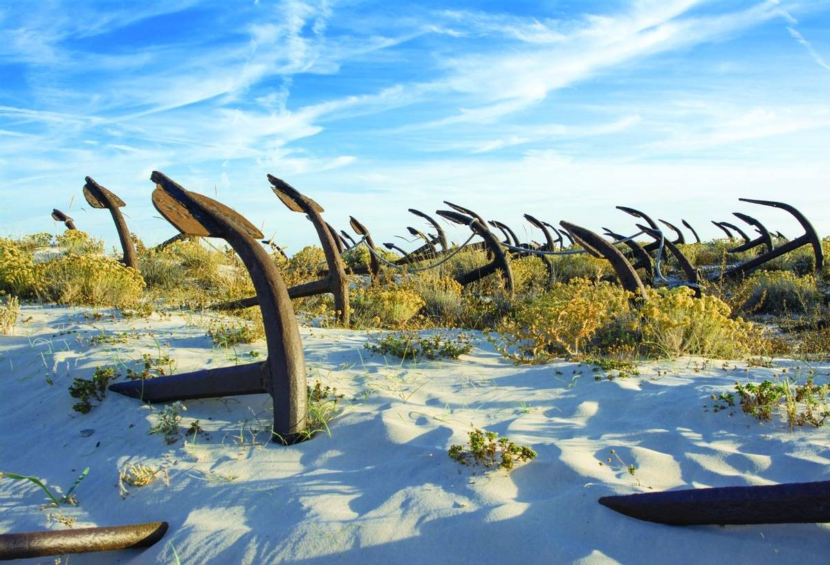 The old Anchor cemetery at the Barril beach